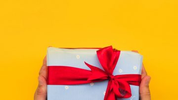 What are the Advantages of Purchasing and Sending Gifts Online?