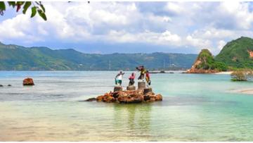 One of The Best Beach in Mandalika: Tanjung Aan Beach